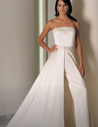 Брючный свадебный костюм невесты