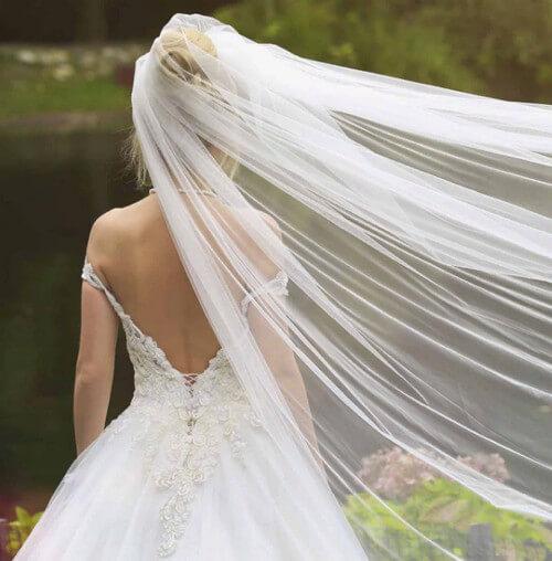 Платье с открытой спиной фата