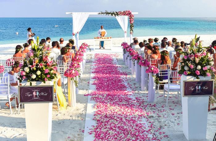 Выездная свадьба у воды